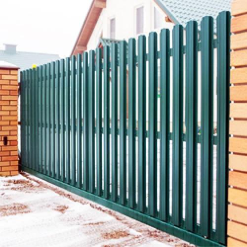 Забор из металлического штакетника цена с установкой
